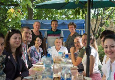 ПРВИ ПУТ НА СЕЛУ предавање о дигиталном маркетингу: Уз песму петлова и сок од зове у Овсишту крај Тополе